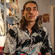 Vegan Footballer Hector Bellerin Believes in Speaking Up For Others on Social Justice Issues . Arsenal Players, Arsenal Football, Medium Hair Styles, Long Hair Styles, Social Justice Issues, Vegan News, Man Crush Everyday, Sport Man, Vegan Lifestyle