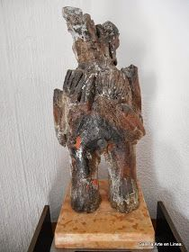 SIN TITULO  ALEJANDRO SANTIAGO Categoría: Escultura - Instalación. Técnica: Barro cocido y policromado a la alta temperatura.   Medidas: 55 x 30 x 16 cms. Fecha: 2010. Enmarcada: No. Firmada: Si.