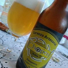 Cerveja Chopen Rubia, estilo Classic American Pilsner, produzida por Cerveceria Artesanal Chopen, Argentina. 5% ABV de álcool.