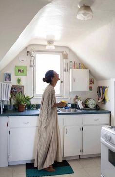 If you follow our recommended nighttime kitchen routine, then your kitchen should be a very pleasant place in the morning. Keep the good vibes going with this gentle five-step morning routine to give your kitchen and cooking life a great start to the day.