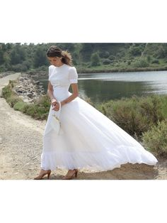 Hey, I found this really awesome Etsy listing at https://www.etsy.com/listing/232194049/french-60s-vintage-wedding-dress-bridal