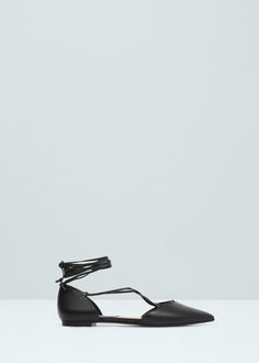 Pointed toe flat shoes are perfect for summer causal and work outfits!