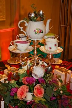 Alice in Wonderland tea party: beautiful and creative centerpiece idea by megan Tea Party Centerpieces, Tea Party Decorations, Christmas Centerpieces, Centerpiece Decorations, Candelabra Centerpiece, Centrepieces, Alice Tea Party, Alice In Wonderland Tea Party, Mad Hatter Party