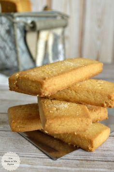 ¡Buenos días!  No sé si estas galletas son las mejores del mundo, casi seguro que no, pero lo que sí sé, es que son unas de mis favoritas. Estamos totalmente enganchados a ellas. El problema es que no es fácil encontrarlas, al menos aquí en Oviedo, donde sólo es posible conseguirlas en el espacio… Easy Low Carb Bread Recipe, Lowest Carb Bread Recipe, Coconut Cookies, Yummy Cookies, Shortbread Cookies, Cookie Recipes, Dessert Recipes, Desserts, Cookie Crumbs