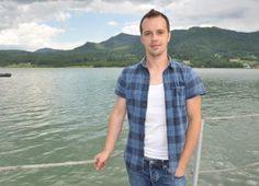 Interviu Alin Boncea – blogger – autor Button Down Shirt, Men Casual, Mens Tops, Shirts, Dress Shirt, Shirt, Top, Tees, Sweaters