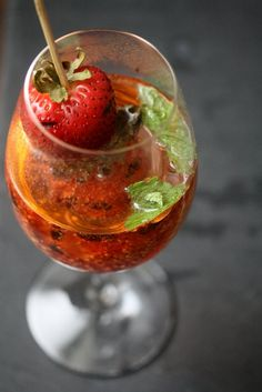 BELLINI DE FRESAS AL GRILL (Grilled Strawberry-Mint Bellinis) #CoctelesConChampagne