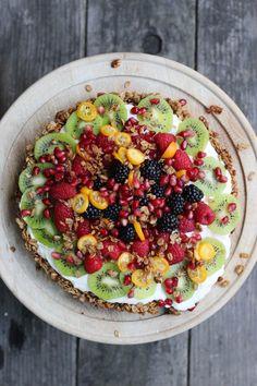 Granola-Crusted Yogurt Fruit Tart | HonestlyYUM