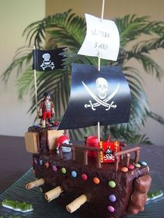 Quoi de mieux qu'un… I wanted to surprise my son for his 5 years. What better than a good big cake pirate ship to surprise these blond heads! Fun Cupcakes, Cupcake Cakes, Pirate Ship Cakes, Pirate Ships, Big Cakes, Pirate Party, Pirate Birthday Cake, Party Cakes, Amazing Cakes