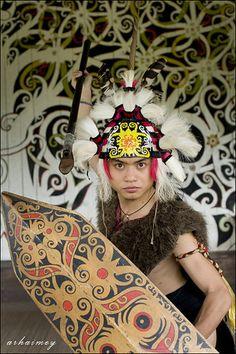 Mengenal 7 Rumpun Suku Dayak di Pulau Kalimantan Crown, Jewelry, Fashion, Moda, Corona, Jewlery, Jewerly, Fashion Styles, Schmuck