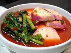 Ganghwa Sunmu (Turnip) Kimchi: Sunmu  kimchi is an unique dish that uses Ganghwa turnips, which have a sweet mustard ginseng taste and the strong aroma of cabbage root.