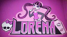 Nombre Lorena / Draculaura / Goma EVA / Craft Foam / A Mano / Handmade / Personalizable / Diferente / Unico. Visit www.gomaindociles.com