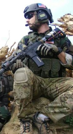 Special forces note the varying camouflage and uncovered helmet Military Gear, Military Police, Usmc, Gi Joe, Military Special Forces, Delta Force, Green Beret, Special Ops, United States Army