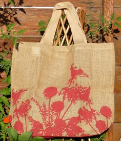 Keep this lovely durable jute bag near the back door for when you are heading out to the garden. If you are anything like me, you often end up with a t-shirt full of herbs, leaves and veg, wishing you had taken something out with you! Great for a quick trip down to the shops or the farmers market - so much better than those horrible plastic bags! 42cm x 35cm x 14cm These distinctive designs are exclusive to Apple Green Duck. Designed in Melbourne and made in India, Apple Green Duck indivi...