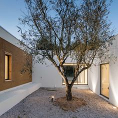 The material was gathered from soil with high sand content on the property as well as a second site in the vicinity. Certain volumes of the home consist of a concrete structure and brick masonry.