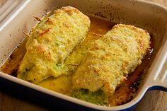 Veja que delícia esse frango recheado com pesto e muzzarela! Ingredientes 2 peitos de frango sem osso (grandes) 2...