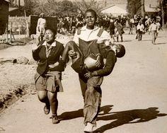 A tragic day in the history of SA  (Photo: Sam Nzima)    http://peligropictures.files.wordpress.com/2010/06/img_7944.jpg