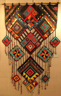 quilt quilt Pin: 383 x 600 Fabric Art, Fabric Crafts, Rideaux Boho, Quilting Projects, Art Projects, Ideias Diy, Beaded Curtains, Textile Fiber Art, Curtain Patterns