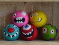 Para Afieltrar kit - 5 monstruos que tintinean :) - kits de fieltrar - mojado felting - bolas de fieltro - fieltro agujas - fieltrar lana - bolas de malabarismo