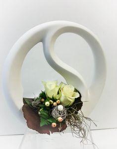 Die Kleinigkeit verstärkt die Eleganz  #Valentino #Gesteck #Geschenk #Rosen #Floristik #fineart #floralart