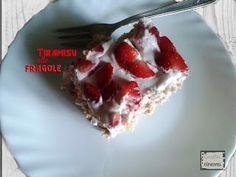 Oggi vi propongo la ricetta del tiramisù alle fragole, preparato con la ricotta e lo yogurt. Un dolce davvero buono e  sopratutto light. Tiramisù alle fragoleIngredienti400 g di fragole375 g di ricotta225 g di yogurt 60 g di zucchero a velo2 cucchiai di zuccherosucco di limone1 cucchiaio di aceto ba