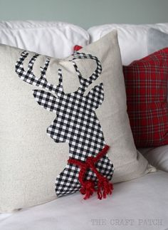 Buffalo Check Christmas Pillows and Decor Ideas for a trendy Christmas - Lolly Jane Christmas Sewing, Plaid Christmas, Christmas Projects, Holiday Crafts, Christmas Holidays, Crochet Christmas, Christmas Cushions To Make, Christmas Decorations Sewing, Diy Christmas Decorations For Home