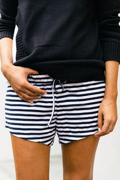 Striped shorts for land or sea with navy blue sweater // Women's fashion, wear Mode Chic, Mode Style, Looks Style, Style Me, Super Moda, Mode Outfits, Striped Shorts, Mode Inspiration, Look Fashion