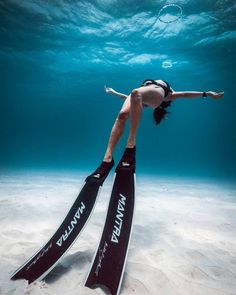 """The Big Blue"": Astonishing Underwater And Freediving Photography By John Kowitz Scuba Diving Gear, Cave Diving, Underwater Pictures, Under The Ocean, Scuba Girl, Underwater Photographer, Diving Course, Maui Vacation, Delphine"