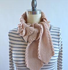 Ravelry: Scalloped Ruff pattern by Pam Powers
