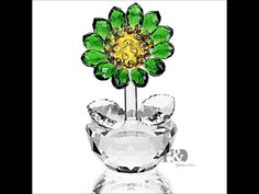 HandD Crystal Sunflower Figurine Ornament Paperweight Home Decor *** Be sure to check out this awesome product. (This is an affiliate link and I receive a commission for the sales) Christmas Gifts For Her, Crystal Flower, Collectible Figurines, Paper Weights, Decor Crafts, Accent Decor, Wedding Gifts, Wedding Cake, Glass Art