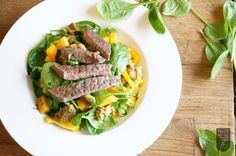 Wir können einfach nicht genug davon bekommen: leckere Salate mit gutem Fleisch sind DER sommerliche Begleiter schlechthin. Das Beef stärkt mit guten Proteinen.