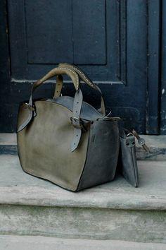 Leuke tas maar dan andere kleur en een schouder hengsel/riem.