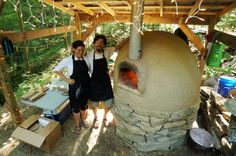 How to build an amazing, cheap pizza/brick oven using recycled materials. Excellent explanations!