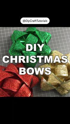Christmas Bows, Diy Christmas Ornaments, Diy Christmas Gifts, Christmas Decorations, Craft Tutorials, Craft Ideas, Diy Bow, How To Make Bows, Diy Gifts