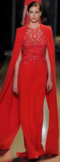 Elie Saab - Haute Couture Spring 2013 Este señor no hace ropa, hace obras de arte!!!!! y eso que la modelo no sale muy favorecida, pero ¿quien se fija en ella con semejante vestido?