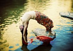 """What does Hasta Vinyasa mean?  An hasta vinyasa is a sequence of movements in yoga which mainly involve movement of the arms. The term comes from the Sanskrit, hasta, meaning """"formed with the hands,"""" and vinyasa, which refers to a flowing or coordinated movement."""
