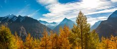 Autumn colors over Saas Fee - Hoch über Saas Fee war am Samstag Morgen eine einmalige Herbststimmung.   High above Saas Fee on Saturday morning was a unique autumn mood.