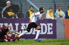 Sport Club Corinthians Paulista - Liedson comemora gol contra o São Paulo, no Campeonato Brasileiro de 2011