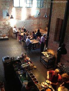 Interior de la Cantina en el Matadero #Olivia te cuida #deli Restaurant Concept, Cafe Restaurant, Restaurant Design, Bar Madrid, Madrid Restaurants, Bar Design Awards, Brick In The Wall, Café Bar, Cafe Bistro