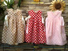 MARICELI nace en el Sur de España bajo ese inconfundible olor a flores, alegría y sol, y nace con un claro objetivo en mente, crear una línea fresca de ropa ...