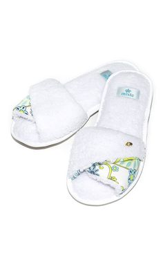 Colchas Quilting, Betty Beauty, Winter Slippers, Shoe Crafts, Fashion Killa, Lounge Wear, Baby Shoes, Ciabatta, Arts And Crafts