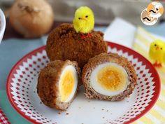 Hoje vamos viajar à Escócia graças aos tradicionais ovos empanados escoceses. Feito com carne moída e empanados com farinha de rosca. - Receita Prato...
