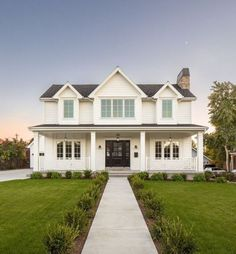 White farmhouse exterior ideas modern farmhouse exterior design ideas leave a comment a simple farmhouse informs White Farmhouse Exterior, Farmhouse Design, Rustic Farmhouse, Farmhouse Style, Farmhouse Ideas, Modern Farmhouse Floor Plans, Southern Farmhouse, Rustic Exterior, Farmhouse Furniture