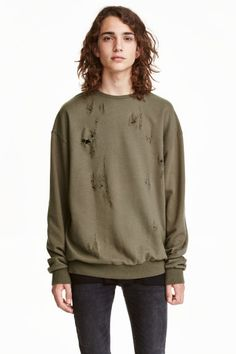 Trashed sweatshirt: Top in light sweatshirt fabric with hard-worn details at the front, a round neck, long sleeves and ribbing at the cuffs and hem.