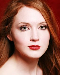 Olivia Hallinan What a beauty!!! I just want to drown in her red hair!!!