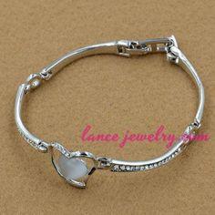 Sweet alloy bangle with cat eye heart model