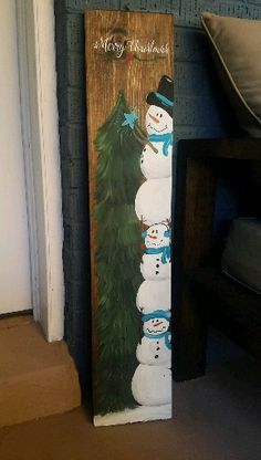 Latest Free Snowmen crafts videos Concepts Snowman Holiday ideas can easily often be created just about all throughout the winter as well as le Christmas Wood Crafts, Christmas Signs Wood, Christmas Snowman, Diy Christmas Gifts, Christmas Projects, Holiday Crafts, Christmas Ornaments, Painted Windows For Christmas, Christmas Wood Decorations