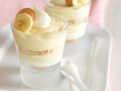 Also Known As: TOR-NANA-NANA-NADO These easy banana pudding parfait desserts are, in fact, a cinch to assemble—but quite elegant looking, no? Parfait Desserts, Parfait Recipes, Easy Desserts, Delicious Desserts, Easy Banana Pudding, Southern Banana Pudding, Banana Pudding Recipes, Dessert Dishes, Dessert Recipes