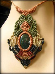 画像1: 癒しの天然石ブラッドストーンの手編みネックレス*パワーストーン天然石マクラメ
