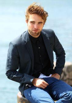 Robert Pattinson's Sydney Breaking Dawn Part 2 Promo Tour @ www.thetwilightfansite.net