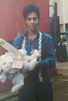 Wonderful photos, Prince greeting fans outside Wembley Arena in London in 1986 and picking up cuddly toys they gave to him!